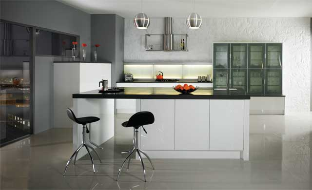 kitchen in high gloss white - handleless