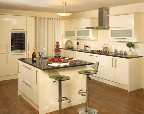 Kitchen in vanilla high gloss